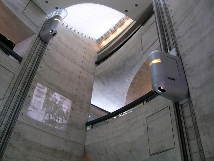 Aufzug_MercedesBenzCenter The World's 20 Weirdest & Craziest Elevators
