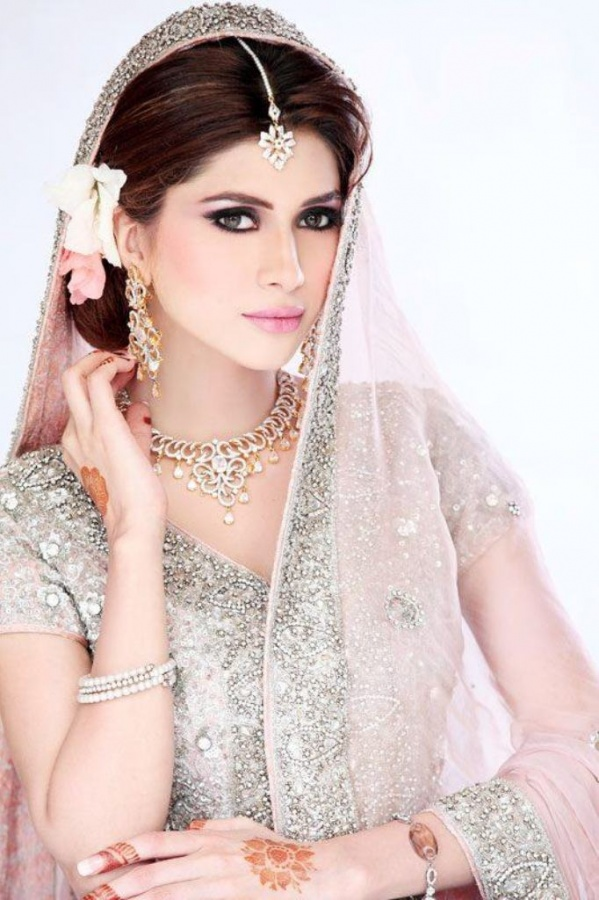 Bridal-Make-Over-By-Huma-Khan-Makeup-Artist-3 Differences between Engagement & Wedding Make-up, What Are They?
