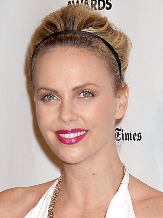 Charlize-Theron-Gotham-Awards-2011 Top 10 Latest Beauty Trends That You Should Try