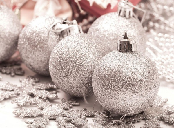 Christmas-Decorations-Snowflakes-Glitter-Silver-Holiday-Decoration 79 Amazing Christmas Tree Decorations