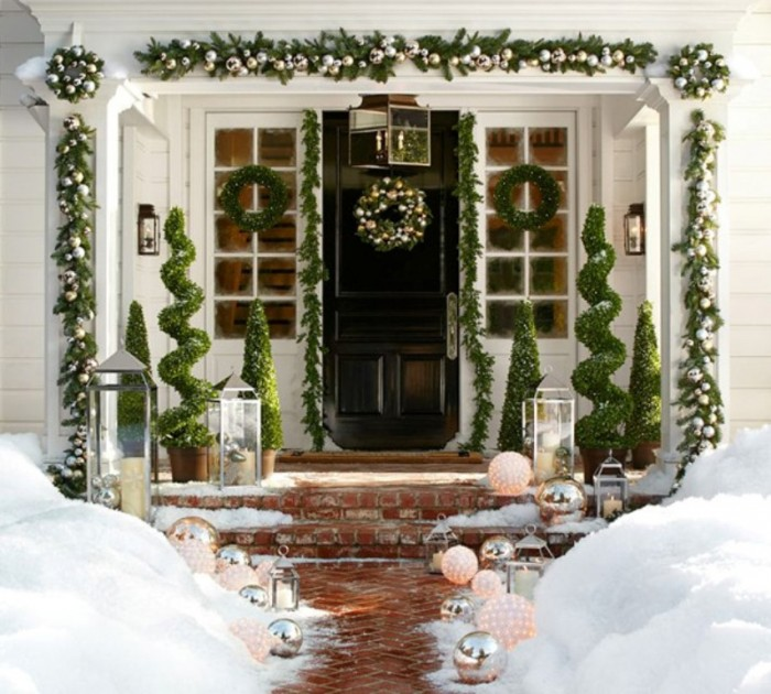 Christmas-Porch-Decorating-Ideas-55-1-Kindesign 65+ Dazzling Christmas Decorating Ideas for Your Home in 2019