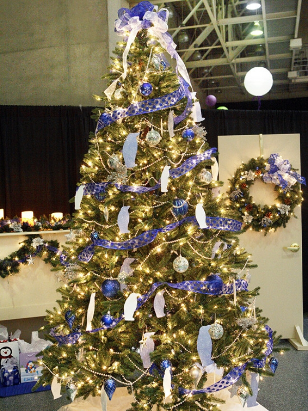Christmas-tree-decorating-ideas-Blue-and-Silver-theme 79 Amazing Christmas Tree Decorations