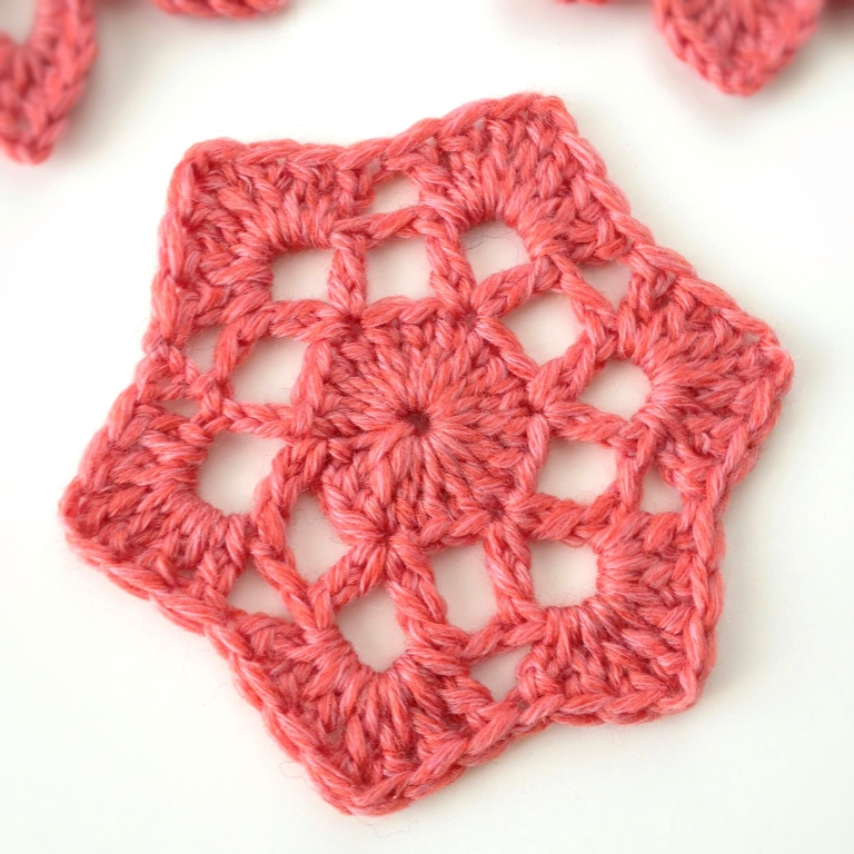 Copy-of-www.deuxbrinsdemaille.com-blog-wp-content-uploads-2012-12-crochet-motif-53 Stunning Crochet Patterns To Decorate Your Home & Make Accessories