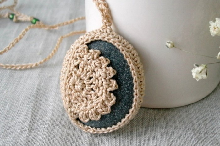 Crochet_necklace Stunning Crochet Patterns To Decorate Your Home & Make Accessories