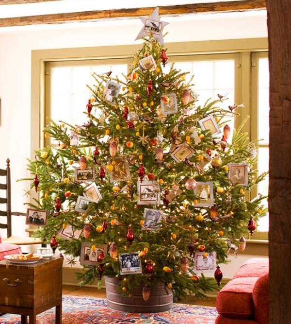 Customised-Family-Photos-Christmas-Tree 79 Amazing Christmas Tree Decorations
