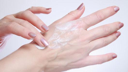 DryWinterSkin_main_0111 Tips To Keep Your Skin Moist During Winter Season