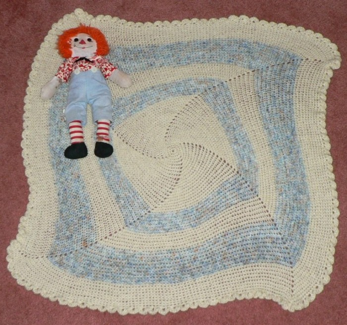 EasyCrochetBabyBlanket001 10 Fascinating Ideas to Create Crochet Patterns on Your Own