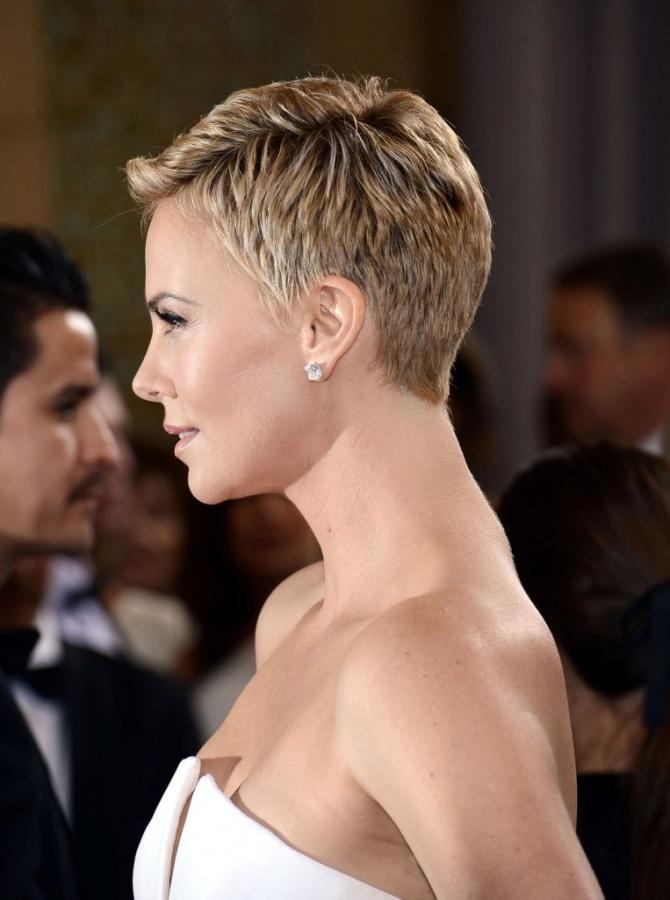 El-estilismo-de-Charlize-Theron-en-los-Oscar-20132 20 Worst Celebrities Hairstyles