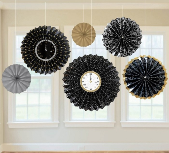 Elegant-New-Years-Eve-Party-Paper-Fans-Decorating-Ideas-940x848 Awesome & Breathtaking Ideas for New Year's Holiday Decorations
