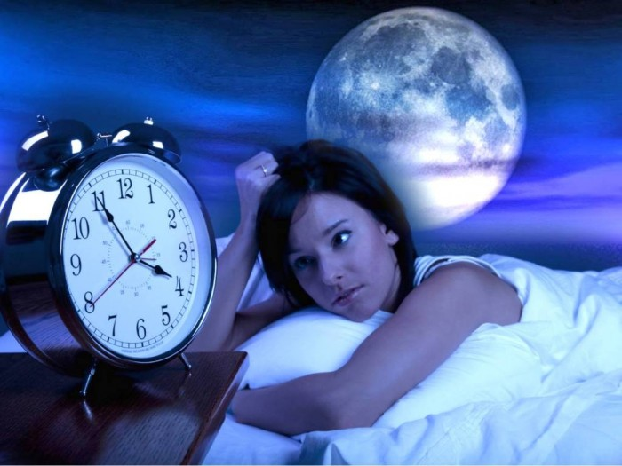 Full-moon-sleep What Are the Risks of Sleeping Less Than 6 Hours a Night?