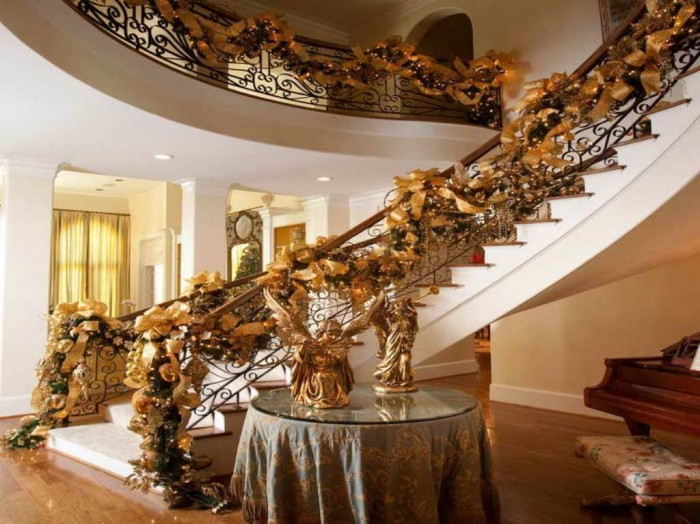Garland-Decoration-Ideas-with-angel-statue Dazzling Christmas Decorating Ideas for Your Home in 2017 ... [UPDATED]