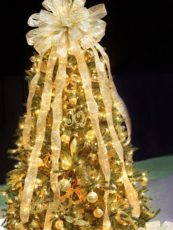 Glittering-golden-Christmas-Tree 79 Amazing Christmas Tree Decorations