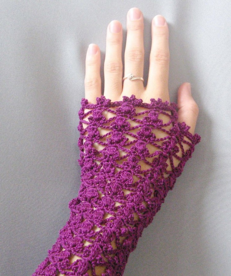 Guante-romántico-a-crochet-detalle1 10 Fascinating Ideas to Create Crochet Patterns on Your Own