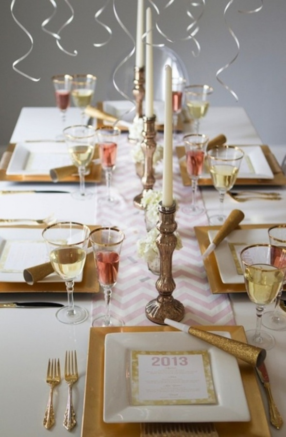 Guest-Blogger-Green-Decor-Ideas-2014-New-Years-Tablescape-Red-New-Years-Sparkly-Tablescape-New-Year-2014-Sparkly-Tablescape-Centerpiece Awesome & Breathtaking Ideas for New Year's Holiday Decorations