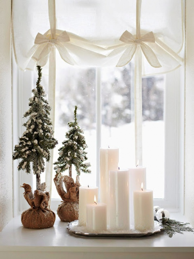 Holiday-Decorating-Ideas-for-Small-Spaces-2012-9 65+ Dazzling Christmas Decorating Ideas for Your Home in 2019