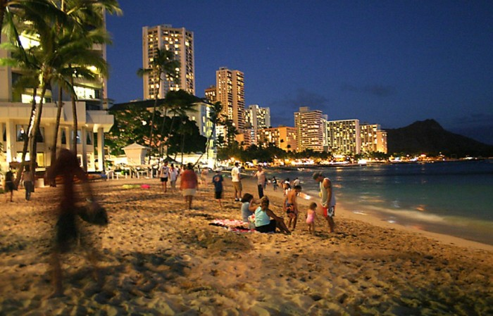 Honolulu_Waikiki_Beach Top 10 Romantic Vacation Spots for Couples to Enjoy Unforgettable Time