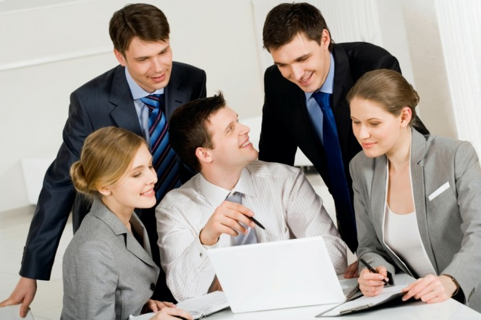 How-To-Deal-With-Backstabbing-Colleagues-3 Tips to Control the Annoying Jealousy Among Co-workers at Workplace!!