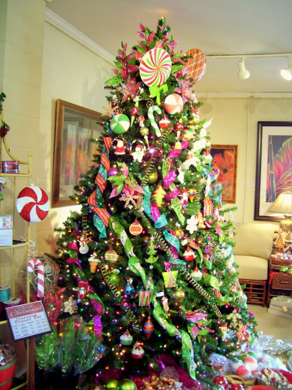 Inspiration-Cool-and-Amazing-Christmas-Decoration-Trees-With-Chic-Green-Natural-Christmas-Tree-With-Awesome-Glitter-Balls-And-Top-Star-Also-White-Red-Candy 79 Amazing Christmas Tree Decorations