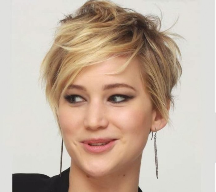Jennifer-Lawrence-New-Look-Dye-Hair-Boyish-Haircut-of-Hunger-Games-2-0 20 Worst Celebrities Hairstyles