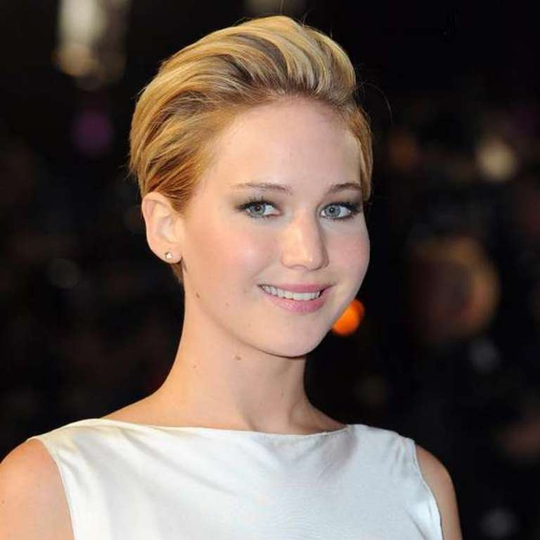 Jennifer-Lawrence-New-Look-Dye-Hair-Boyish-Haircut-of-Hunger-Games-2 20 Worst Celebrities Hairstyles