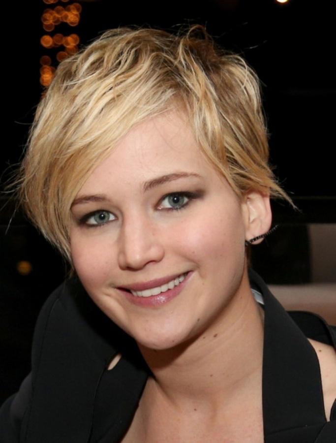 Jennifer-Lawrence-new-pixie-short-hair-cut-1-600x790 20 Worst Celebrities Hairstyles