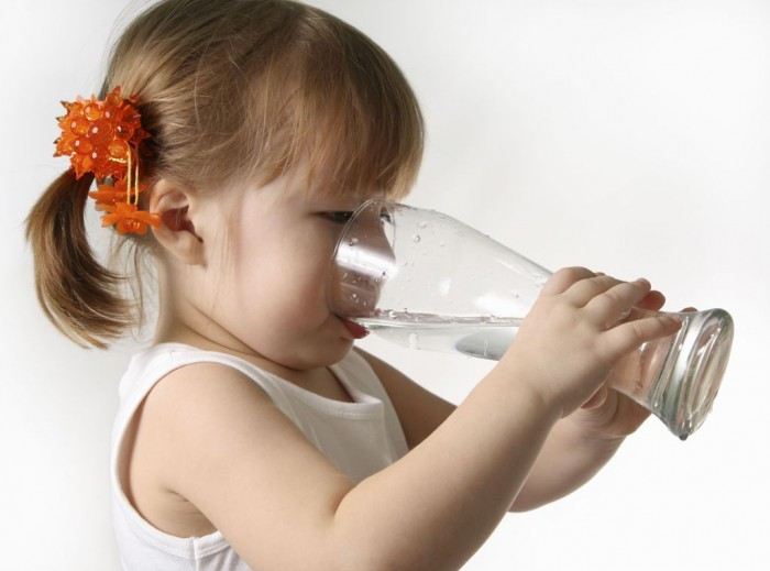 Little_girl_drinking 10 Easy-to-Follow Cooking Tips to Increase Your Savings