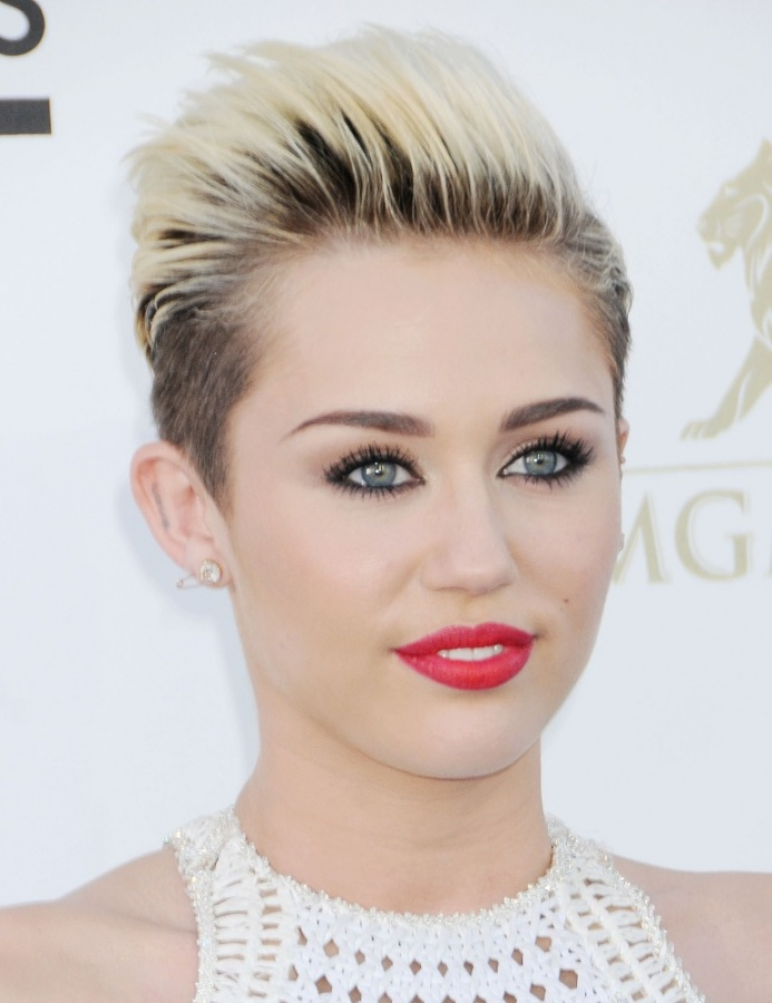 Miley-Cyrus-2013-Billboard-Music-Awards-in-Las-Vegas-9 20 Worst Celebrities Hairstyles