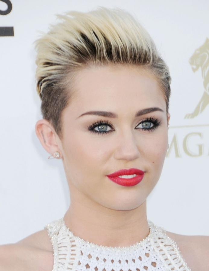 Miley-Cyrus-2013-Billboard-Music-Awards-in-Las-Vegas-9 20 Worst Celebrities Hairstyles