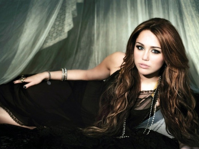 Miley-Cyrus-Hot-2013-HD-Wallpaper 20 Worst Celebrities Hairstyles