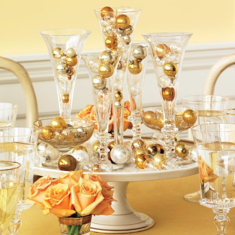 New-Years-Centerpiece1 Awesome & Breathtaking Ideas for New Year's Holiday Decorations