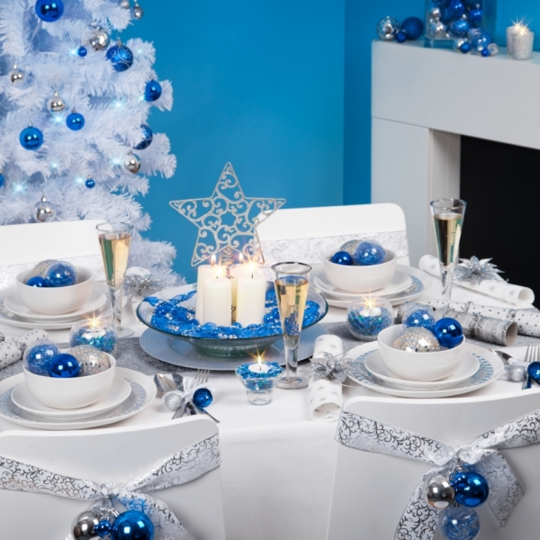 New-Years-Tablescape-Decoration-Ideas-blue-white Dazzling Christmas Decorating Ideas for Your Home in 2017 ... [UPDATED]