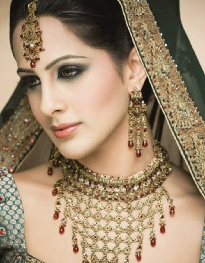 Pakistani-Bridal-Make-Up-collection-2011-21 Differences between Engagement & Wedding Make-up, What Are They?