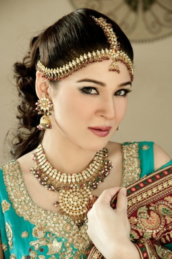 Pakistani-bridal-make-up-pictures.-4 Differences between Engagement & Wedding Make-up, What Are They?