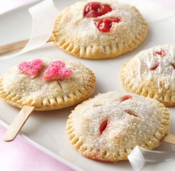 Pie-Pop-Wedding-Favors1 Save Money & Learn How to Make Your Own Wedding Favors