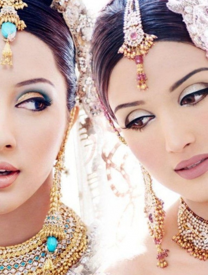 Pretty-Bridal-Makeup-Styles-08 Differences between Engagement & Wedding Make-up, What Are They?