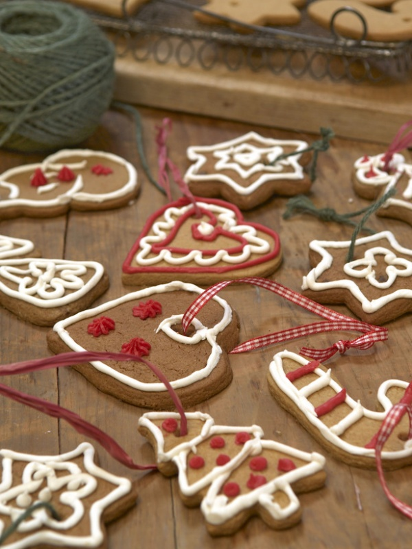RX-DK-AGX08401_iced-cookies_s3x4_lg 79 Amazing Christmas Tree Decorations
