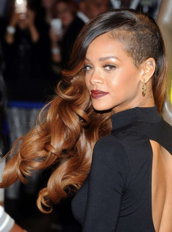 Rihanna-River-Island-2013-Collection-Launch-04-560x756 20 Worst Celebrities Hairstyles