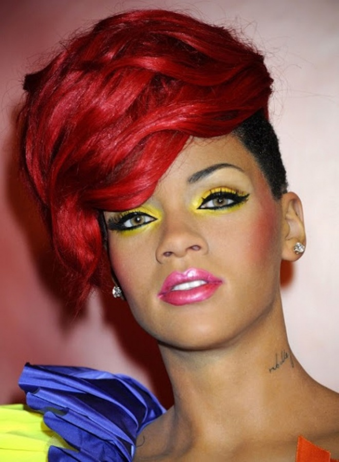 Rihanna-Short-Layered-Hairstyles-2013 20 Worst Celebrities Hairstyles