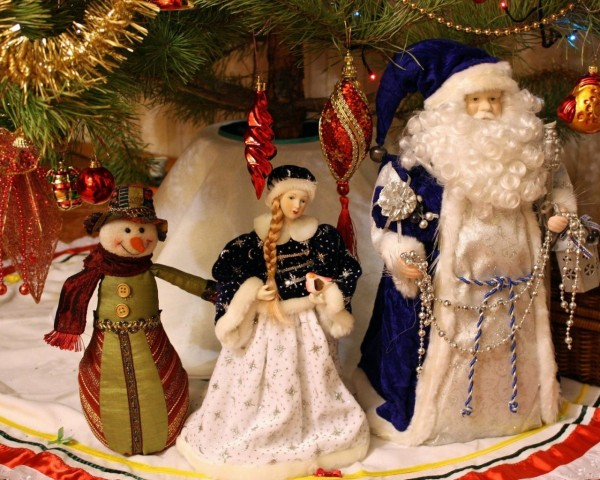 Santa-Claus-Snow-Maiden-Snowman-Christmas-Decorations-Tree-New-Year-1024x1280 79 Amazing Christmas Tree Decorations