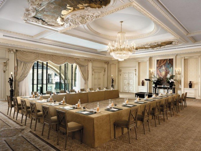 Shangri-La-Hotel-Paris-with-modern-restaurant-interior-for-big-family Do You Dream of Starting and Running Your Own Restaurant Business?