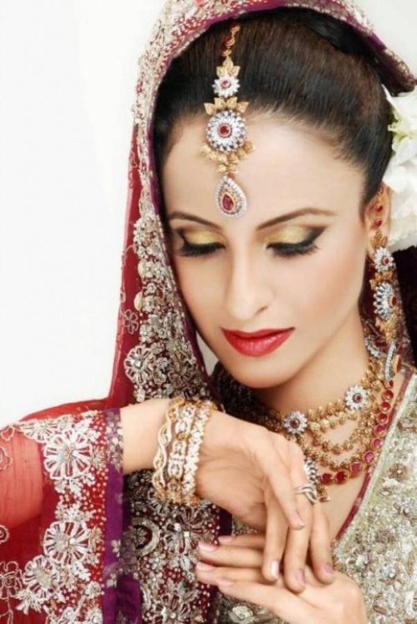 Signature-Bridal-Makeup-Trends-2012-1443 Differences between Engagement & Wedding Make-up, What Are They?