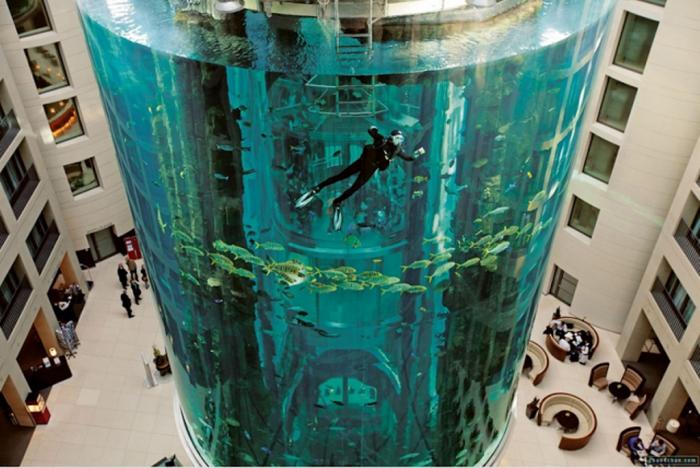 Simon-Seeks1 The World's 20 Weirdest & Craziest Elevators