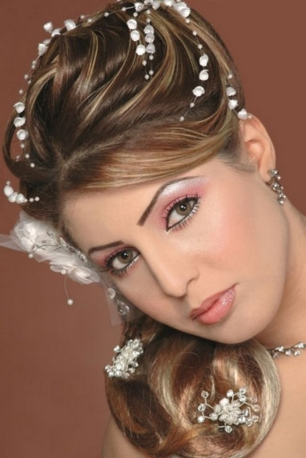 Wedding-Hairstyles-and-Makeup-Ideas-2013-for-Brides6 Differences between Engagement & Wedding Make-up, What Are They?