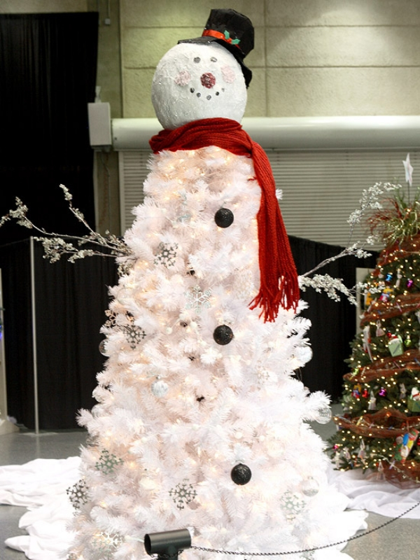 Winter-character-Frosty-the-Snowman-Christmas-Tree 79 Amazing Christmas Tree Decorations