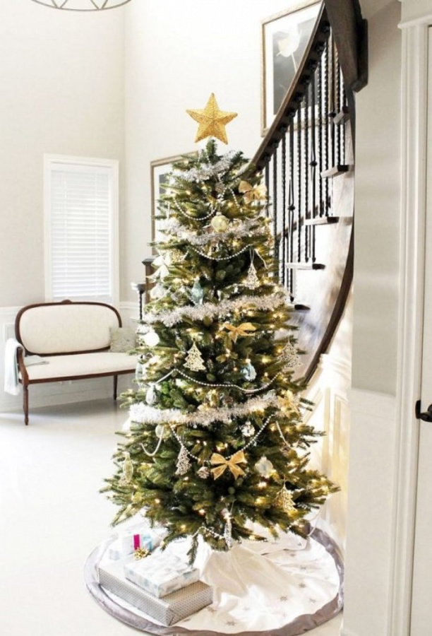 amazing-christmas-tree-in-foyer 65+ Dazzling Christmas Decorating Ideas for Your Home in 2020