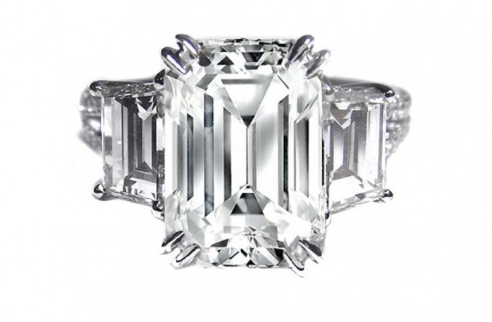 angelina-jolie-engagement-ring-emerald-cut-diamond-engagement-rings-vintage-1.full_ 35+ Fascinating & Stunning Celebrities Engagement Rings for 2020