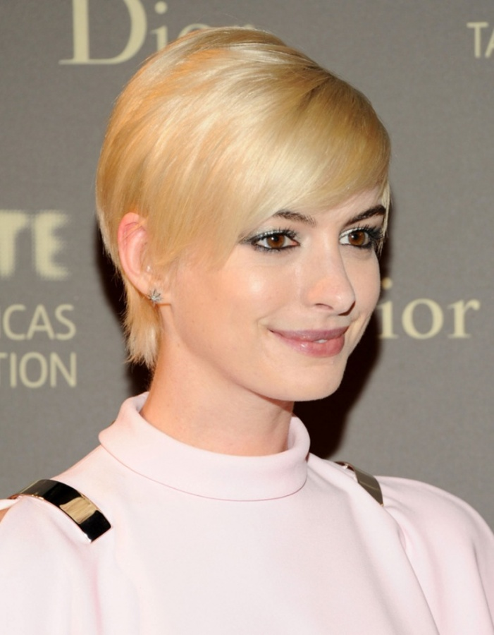 anne-hathaway-blonde-pixie-hair 20 Worst Celebrities Hairstyles