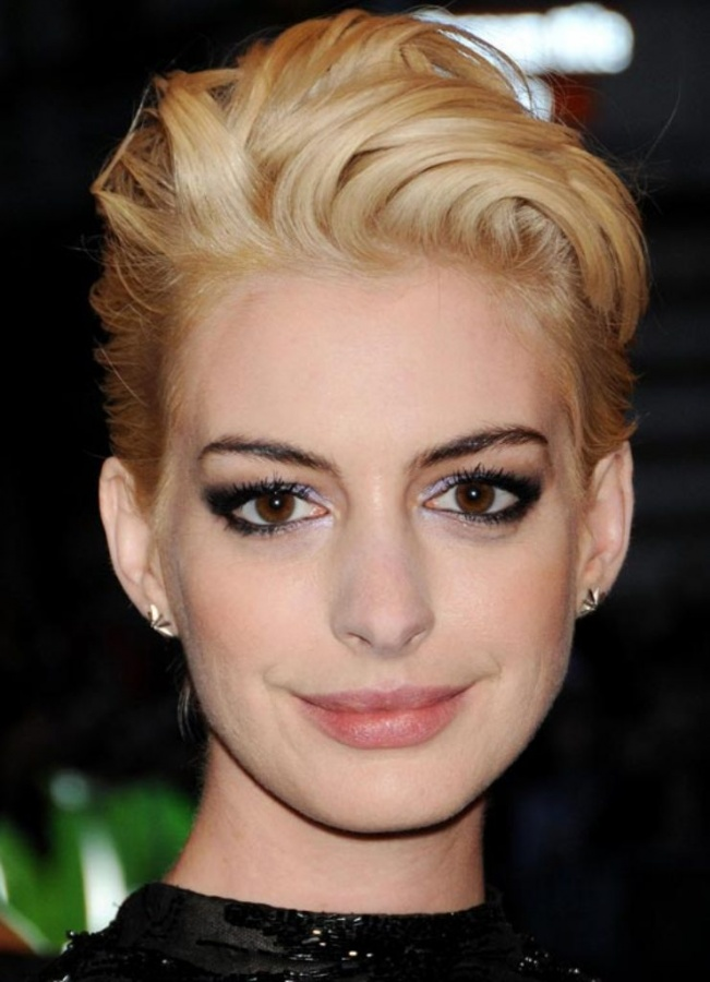 anne-hathaway-makeup-2013-met-ball 20 Worst Celebrities Hairstyles