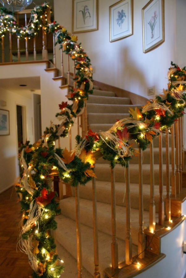 architectureartdesigns-staircase-christmas-deco-013-23 65+ Dazzling Christmas Decorating Ideas for Your Home in 2019