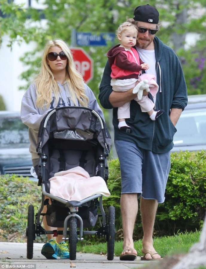 article-0-1906447A000005DC-78_634x827 Celebrities Who Had Babies in 2013, Who Are They?
